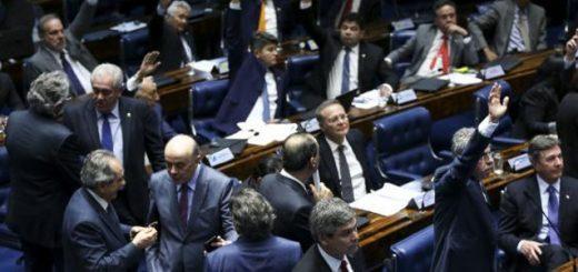 Após muito debate e confusão, senadores governistas conseguiram a aprovação da reforma trabalhista